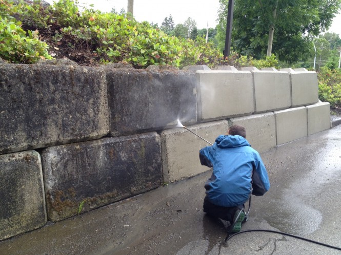 How to pressure wash a retaining wall ryno lawn care llc for Best way to power wash concrete