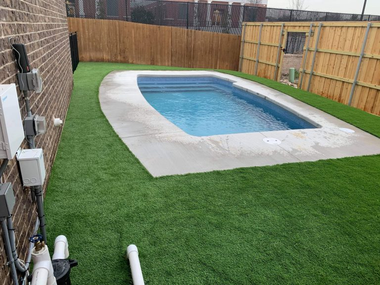 synthetic grass around pool
